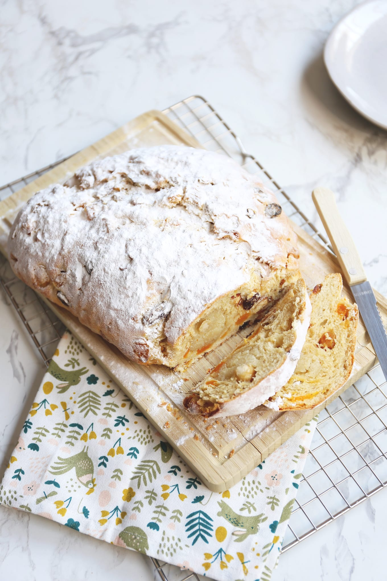 Easter bread with food &quot;width =&quot; 1360 &quot;height =&quot; 2040 &quot;/&gt; <br /> <strong> Follow us on Pinterest and save it there this recipe on! </strong> <br /> <img class=