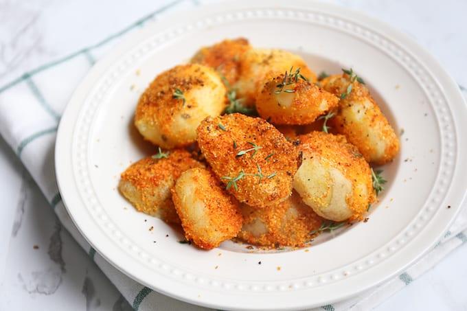 Krokante aardappeltjes van de BBQ