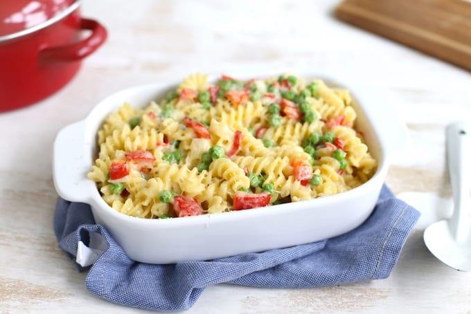 Pittige pasta-ovenschotel met 3 kazen en doperwten
