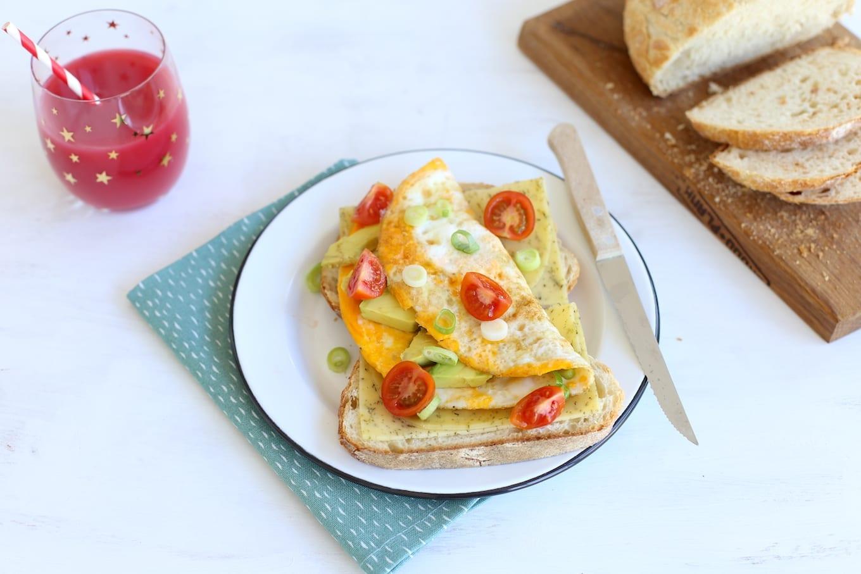 Ontbijt: omelet met avocado en bosui