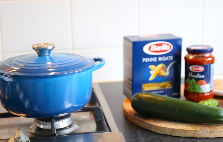Snelle pasta met kip en courgette