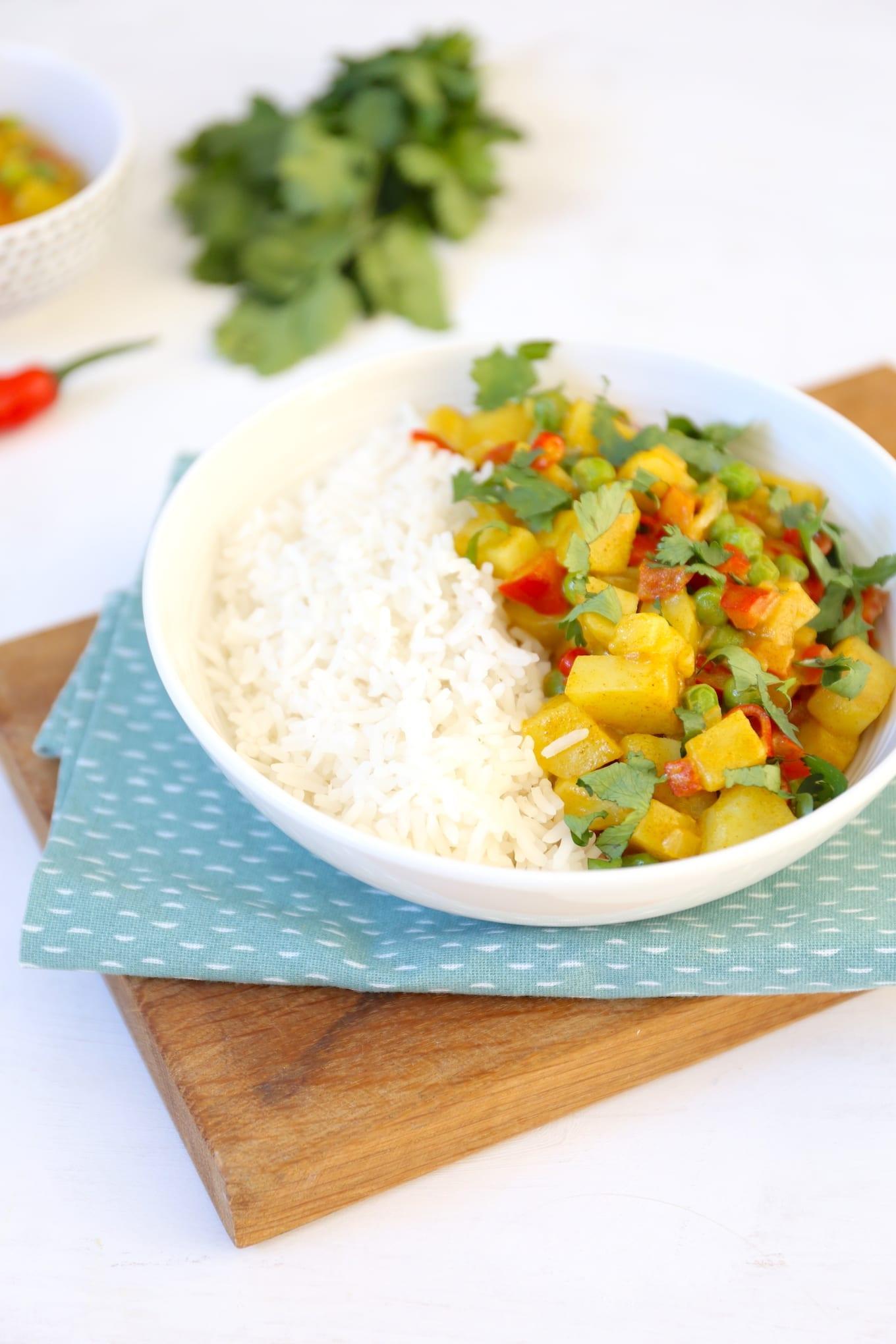 groene curry met doperwten en aardappel