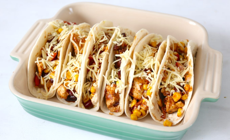 Mexicaanse burritos met kip en mais