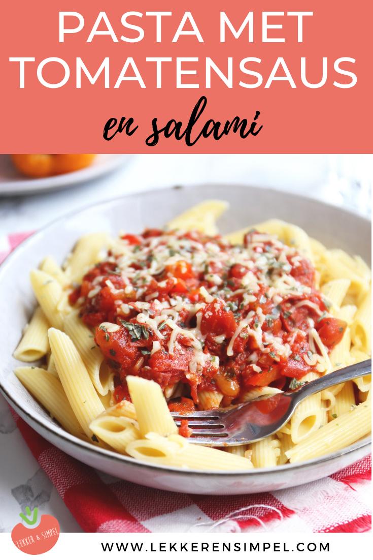 Pasta met tomatensaus en salami
