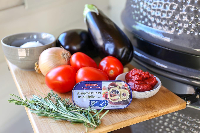 Aubergine lasagne met ansjovis van de bbq