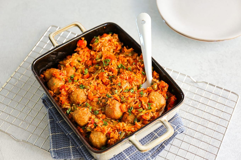rijstschotel met vegetarische balletjes