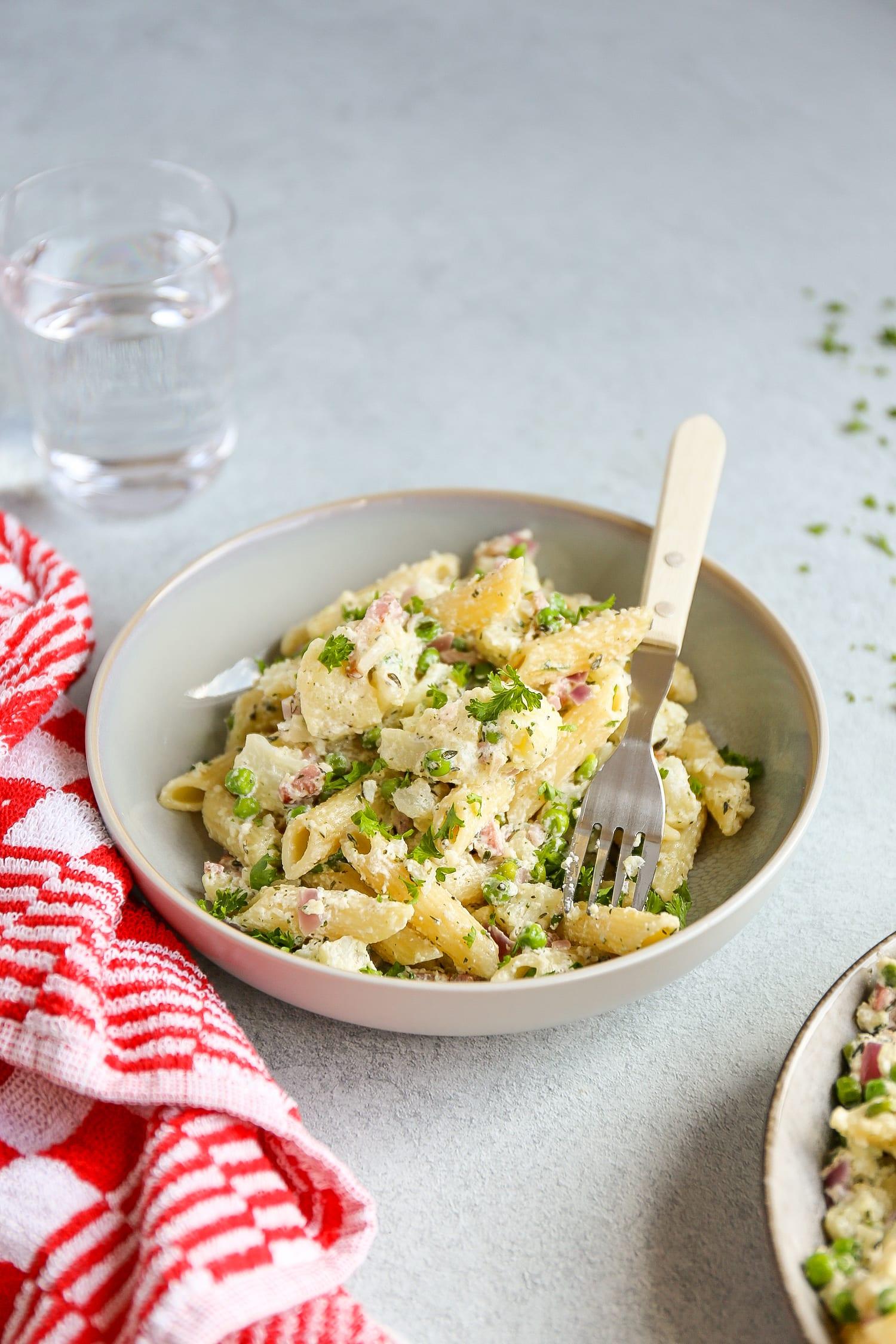 pasta met spek, bloemkool en doperwtjes