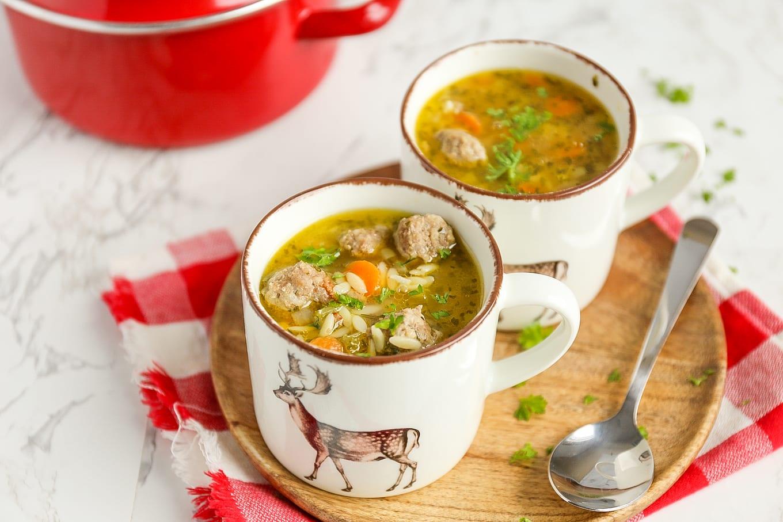 Italiaanse soep met balletjes