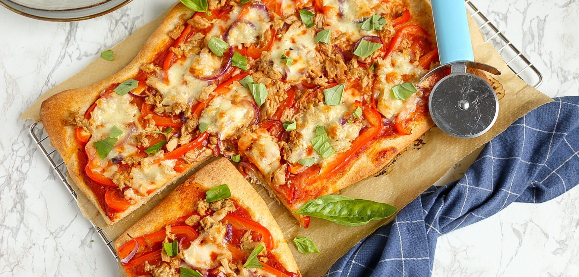 plaatpizza met tonijn