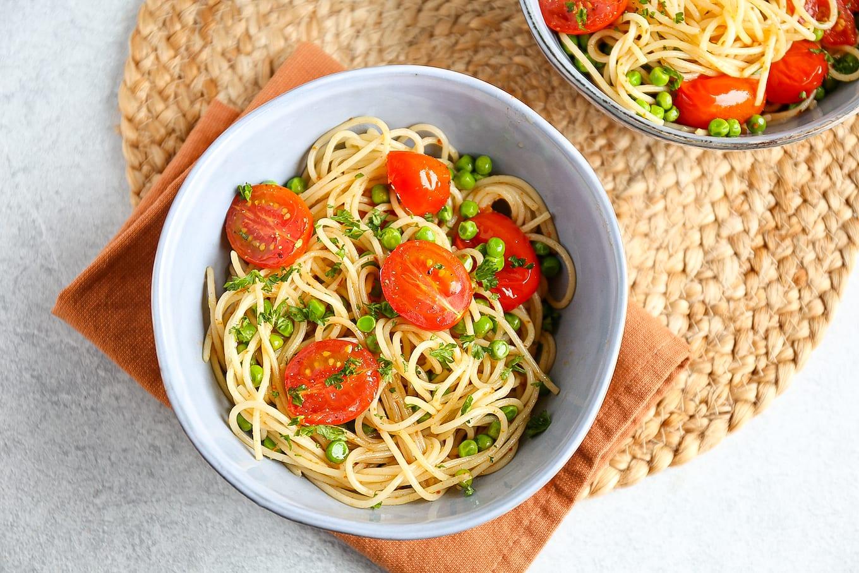 spaghetti aglio e olio met tomaatjes uit de oven