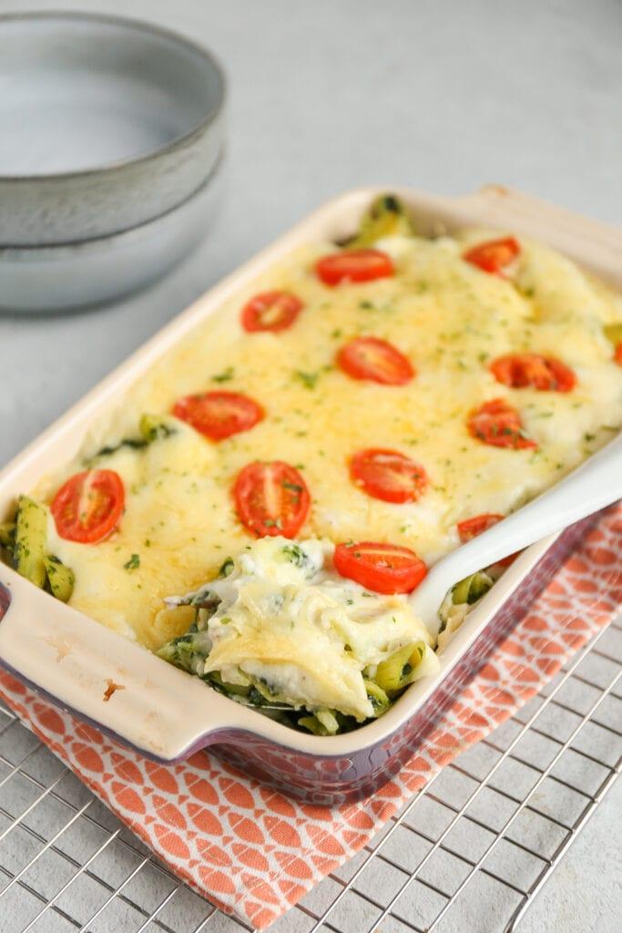 Pastaschotel met spinazie en spekjes