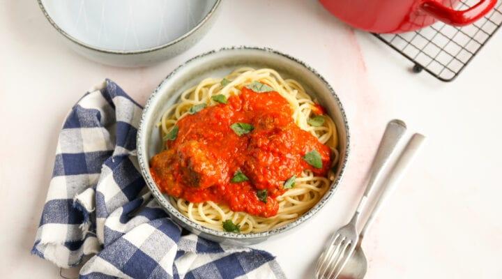 Spaghetti met tomaat-paprika saus