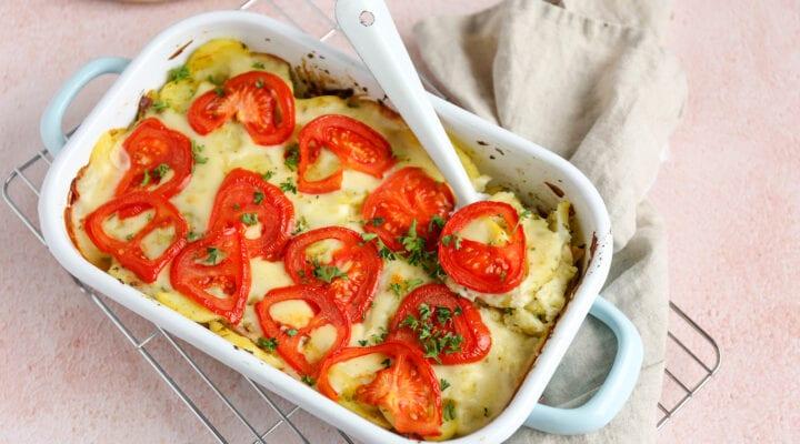 Italiaanse aardappelschotel met pesto