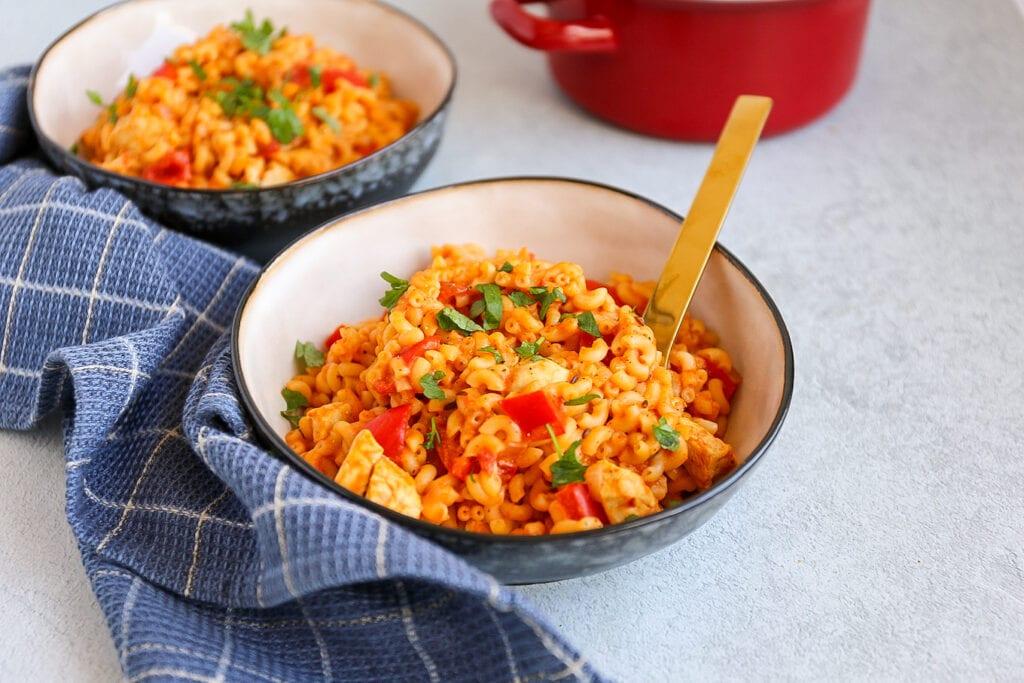 Kip goulash met macaroni
