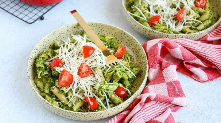 Pasta met avocado en spinazie