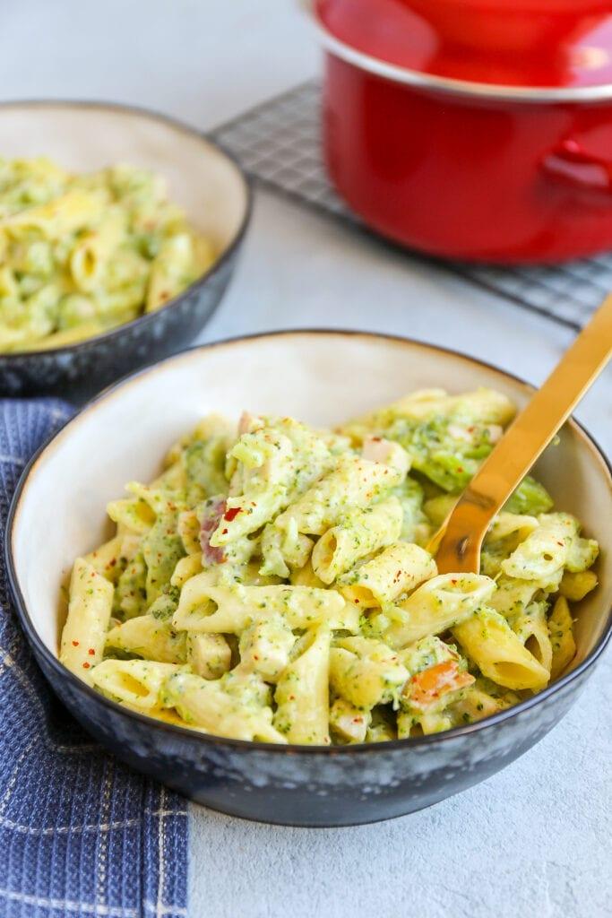 romige pasta met broccoli en kip