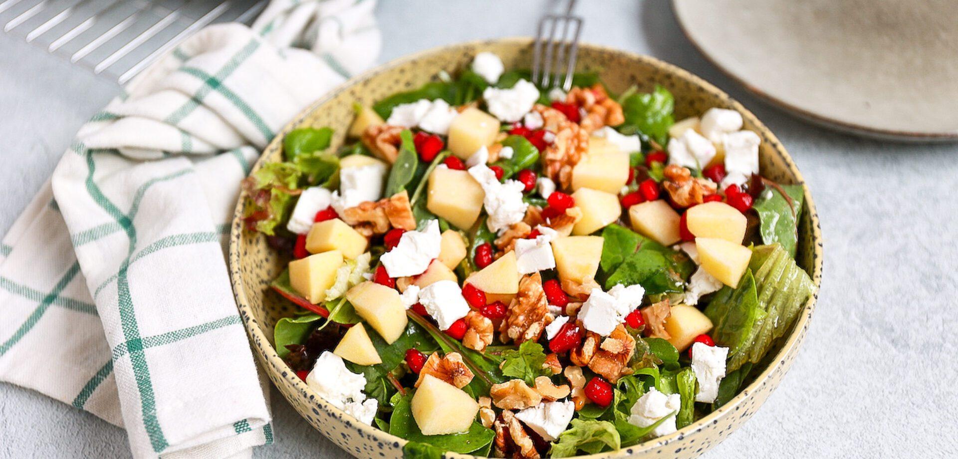 Salade met geitenkaas en granaatappel